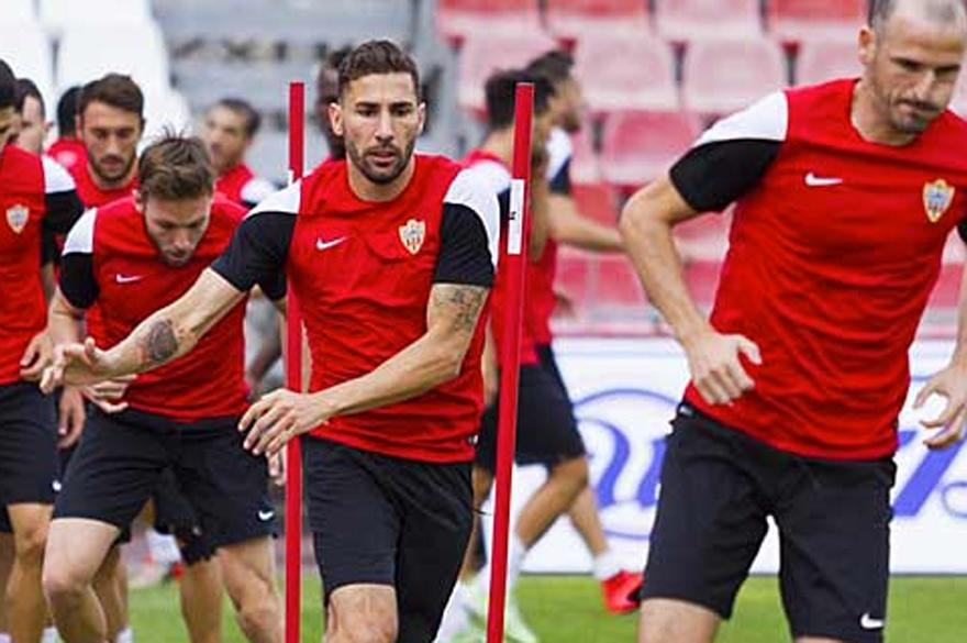 Carlos Cuéllar repasa la actualidad del Almería en su blog